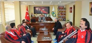 Engelli voleybolculardan başkan Tekin'e teşekkür ziyareti