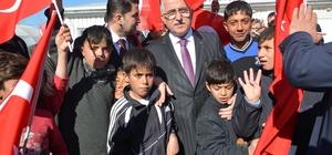 Vali Tuna Ceylanpınar'da Suriyelileri ziyaret etti