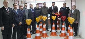 Trafik güvenliği için ışıklı duba
