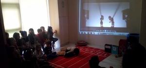Çocuklar, Hacivat ve Karagöz'le öğreniyor