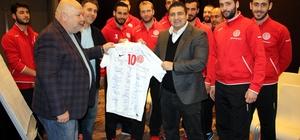Antalyaspor Hentbol Takımı Başkan Öztürk'ün misafiri oldu