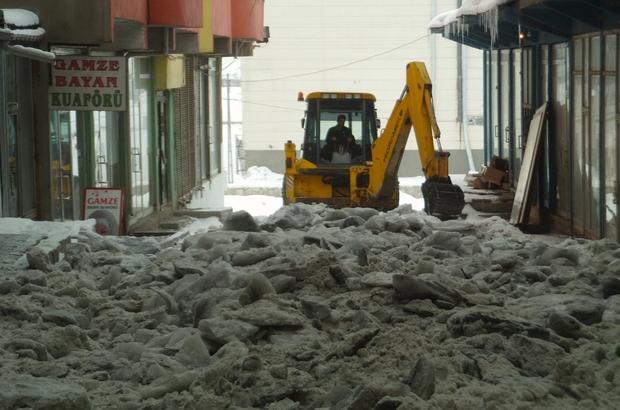 Özalp'ta karla mücadele çalışması