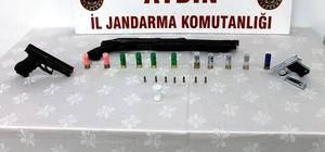 Uyuşturucu taciri ruhsatsız silahlarla yakalandı