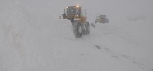 Hakkari'de 15 köy ile 77 mezra yolu ulaşıma kapandı