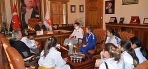 Başarılı sporculardan Başkan Yağcı'ya ziyaret