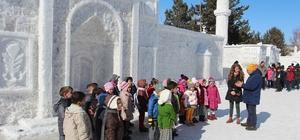 Atatürk Üniversitesi EYOF Sokağı çocuklarla şenlendi