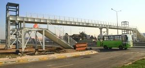 Sanayi Mahallesi yaya köprüsü bitme aşamasında