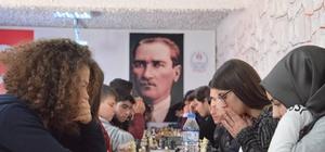 Gençler satranç müsabakalarında Fen Lisesi birinci oldu