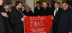 Başkan Akın, Cumhurbaşkanı Erdoğan'a duvar halısı hediye etti