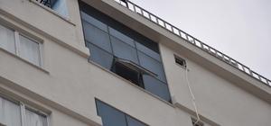 AVM'nin penceresinden düşen genç kız hayatını kaybetti