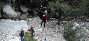 Dağda mahsur kalan üç kişi kurtarıldı