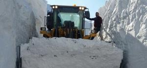 Karla mücadele ekiplerinin zorlu kış mesaisi