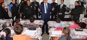 Şırnak Emniyeti, öğrencilere top ve satranç takımı dağıttı