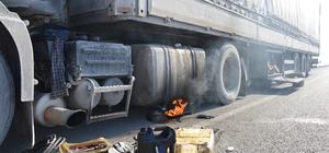 Yakıt depoları donan tır sürücüleri yolda kaldı