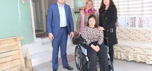 Başkan Karaçoban'dan engelli gence tekerlekli sandalye