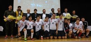 Göztepeli futbolcular öğrencilerle buluştu