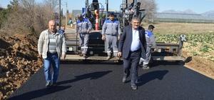 Serik'te grup yolları sıcak asfaltla kaplanıyor
