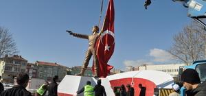 Şehit Halisdemir'in heykeli dikildi