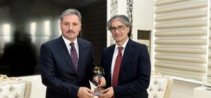Büyükşehir Belediye Başkanı Ahmet Çakır
