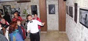 """'Siyah ya da Beyaz"""" fotoğraf sergisi İbramaki'de ziyarete açıldı"""