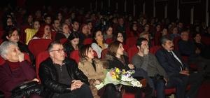 """Zonguldak'ta """"Ya Sev Ya Hamlet"""" oyunu sergilendi"""