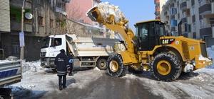 Muş Belediyesinin kar mesaisi devam ediyor