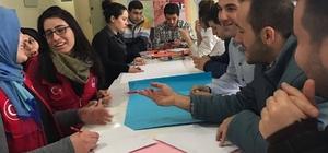Genç gönüllüler yerin altını aydınlatıyor