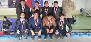 Meslek lisesi güreş müsabakalarında 3 altın, 3 gümüş, 6 bronz madalya kazandı