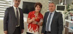 Taşkesenligil şampiyon judocuyu altınla ödüllendirdi