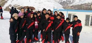 Adilcevazlı çocuklar kayak ile tanıştı