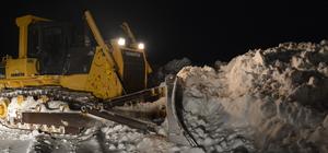 Üç metrelik karı aşıp köy ve mezralara hayat verdiler