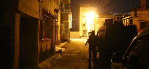 Silah kaçakçısının evinden FETÖ elebaşının kitapları çıktı