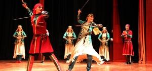 Devlet Halk Dansları Topluluğundan muhteşem gösteri