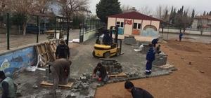 Ortaca Belediyesinden okul bahçesine parke taşı