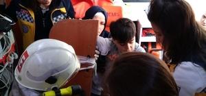 Sınıf kapısının kolu öğrenciye saplandı