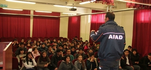 """AFAD, ''Afete Hazır Okul"""" kapsamında öğrencileri bilgilendiriyor"""