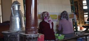 Genç kızlar Halk Eğitim Merkezi tarafından açılan kurslarda istihdam ediliyor