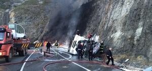 Artvin'de akaryakıt yüklü tanker devrildi: 1 yaralı