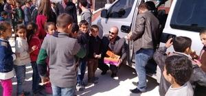 Öğrencilerin ihtiyaçlarını polisler karşıladı