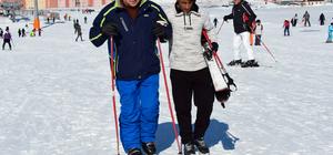 Görme engelliler kayakta engel tanımadı