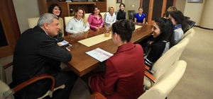 Başkan Karaosmanoğlu, beden eğitimi öğretmeniyle bir araya geldi
