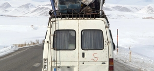 Minibüs bagajındaki hurdalar kazaya davetiye çıkarıyor