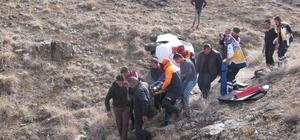 Uçuruma yuvarlanan otomobilin sürücüsü ağır yaralandı