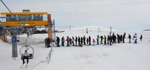 Tatvan'da Van Gölü manzaralı kayak keyfi
