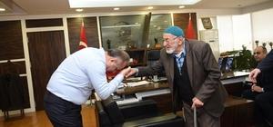 Huzurevi sakini Şair Raşit Tekşen'den Başkan Babaş'a teşekkür ziyareti