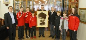 Başarılı sporculardan Başkan Kesimoğlu'na ziyaret
