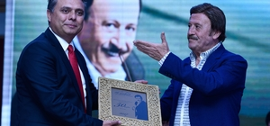 Başkan Uysal'dan Selami Şahin'e kutlama