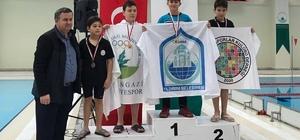 Yıldırımlı yüzücüler madalyaları topladı