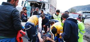 Antalya'da tır ile kamyon çarpıştı: 2 yaralı