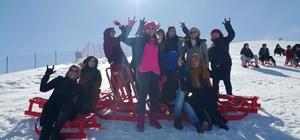 Pursaklarlı kadınlar kayak merkezinde keyifli bir gün geçirdi